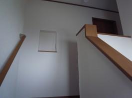 階段突きあたりの壁